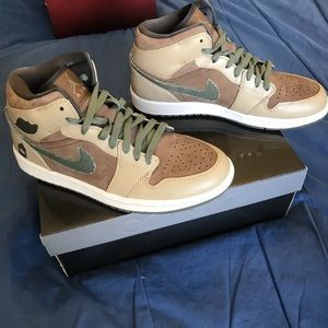 Air Jordan 1 Mid Armed Forces Size 8.5